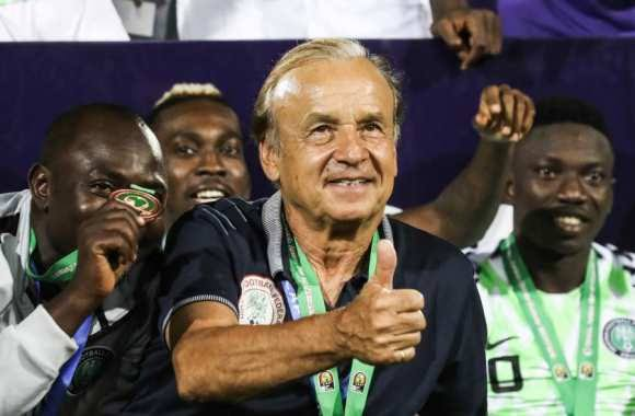 Who should Nigerians trust: Buhari or Rohr? By Tunde Odesola