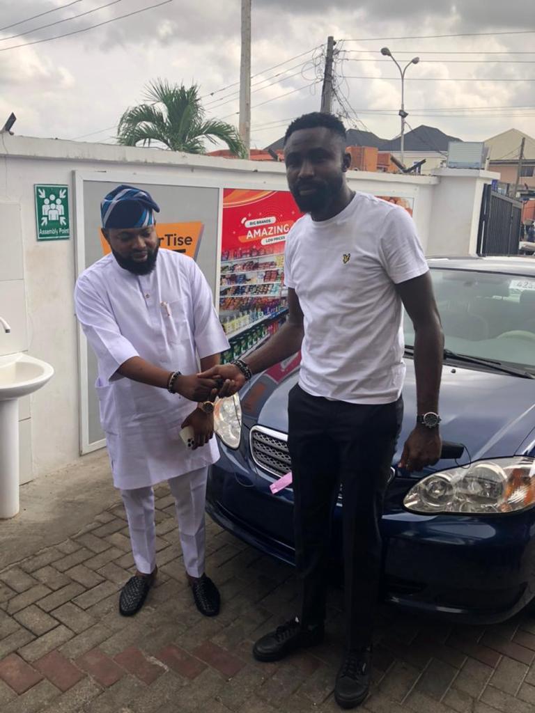 OldEnglish boss, Akogun Lanre Alfred rewards staff with Car gift